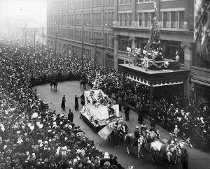 740px-1918eatonssantaclausparade