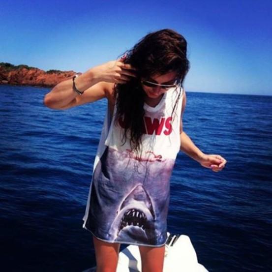 cn7xft-l-610x610-dress-clothes-eleanor-shark-summer-fashion-girl-music-cool-short-shirt-animal-boat-eleanor-calder-celebrities-one-direction-little-mix-ocean-animal-motif-interesting-sunglasses