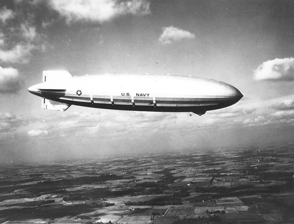 USS_Akron_in_flight,_nov_1931