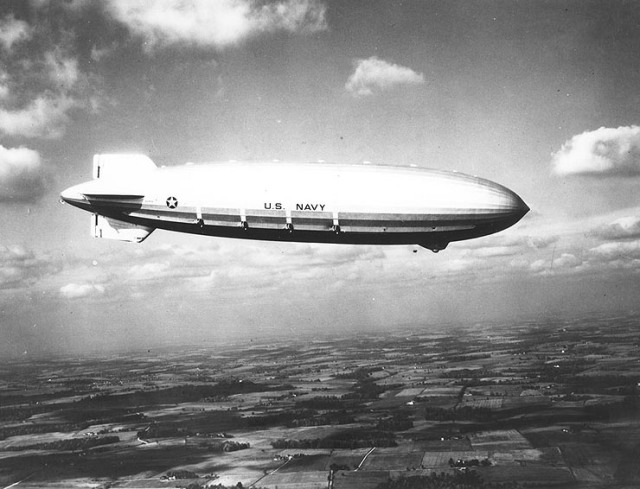 USS_Akron_in_flight,_nov_1931