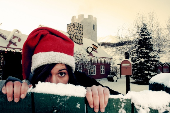 No idea from where I stole this one: great shot though, nice snow, cute girl, seasonal...