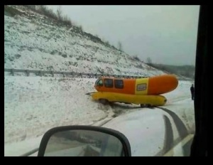 oscar-mayer-wienermobile-stuck-in-snow-randomLOLz