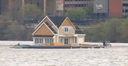 House on barge 1